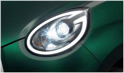 "Bi-Beam LEDヘッドランプ(ロー/ハイビーム・オートレベリング機能付)+LEDクリアランスランプ ■""MODA""シリーズ全車に標準装備。"